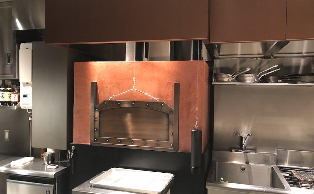 「神戸牛炉釜ステーキ GINZA KOKO炉」のキッチン