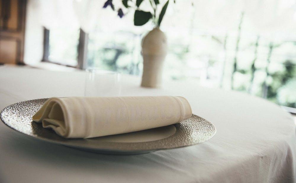 「レストランひらまつ 広尾」の器