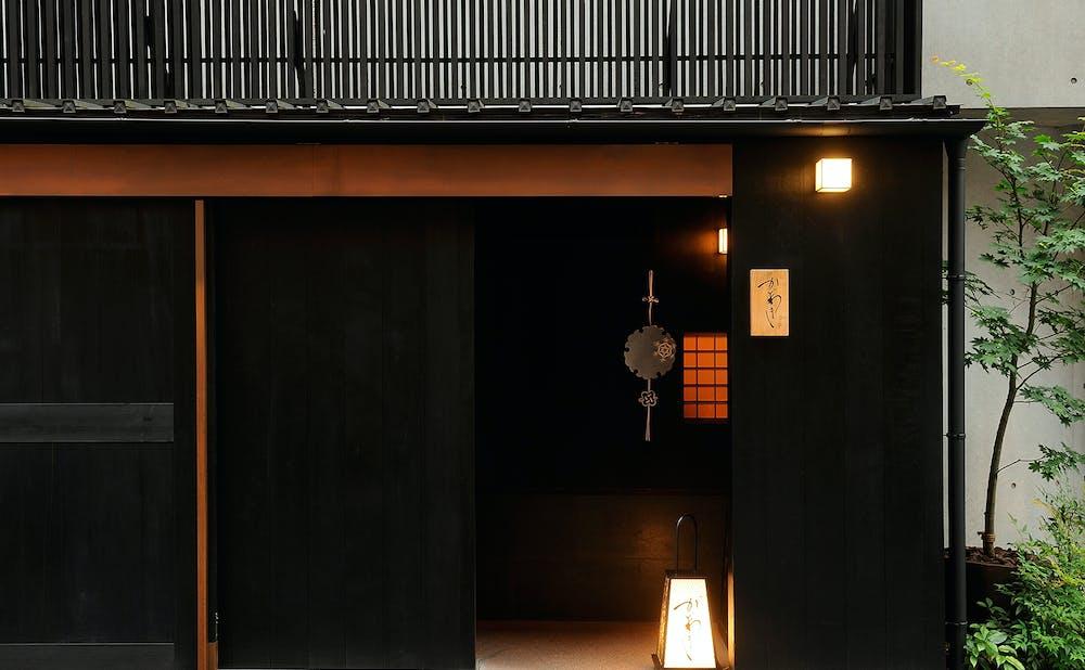 「麻布 かどわき」の玄関