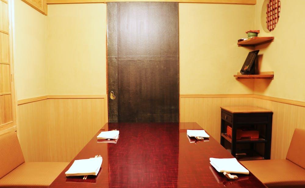 「麻布 かどわき」の 個室