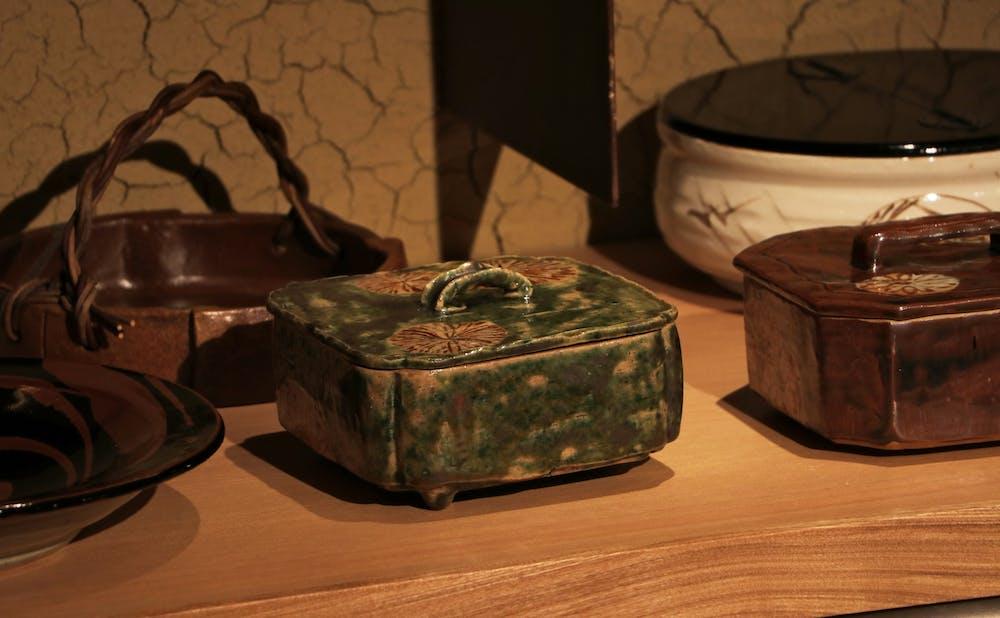 「日本焼肉 はせ川 表参道店」に飾られた内田鋼一氏の器
