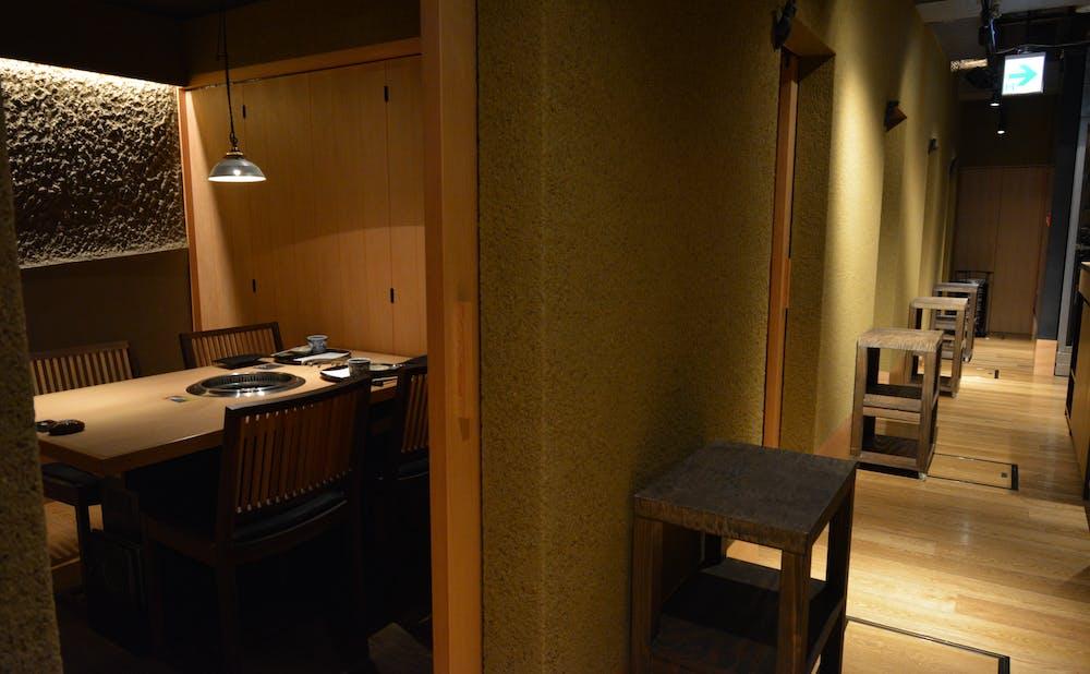 「日本焼肉 はせ川 表参道店」の廊下
