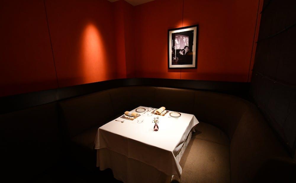 「メゾン ポール・ボキューズ」のテーブル