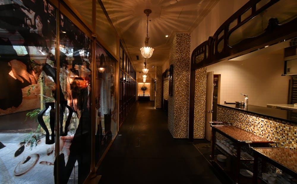 「メゾン ポール・ボキューズ」の廊下