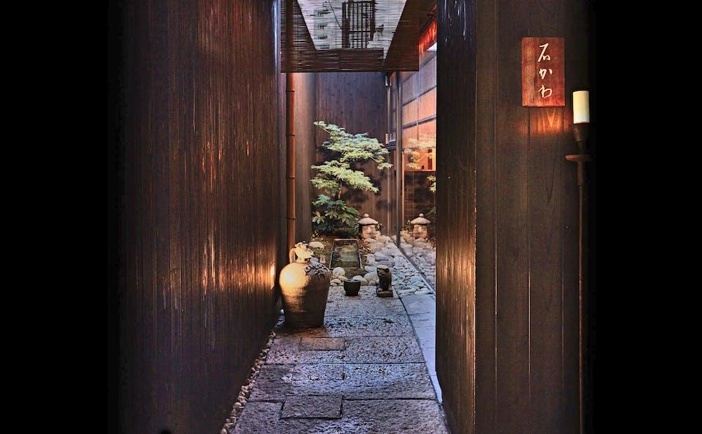 「神楽坂 石かわ」の玄関