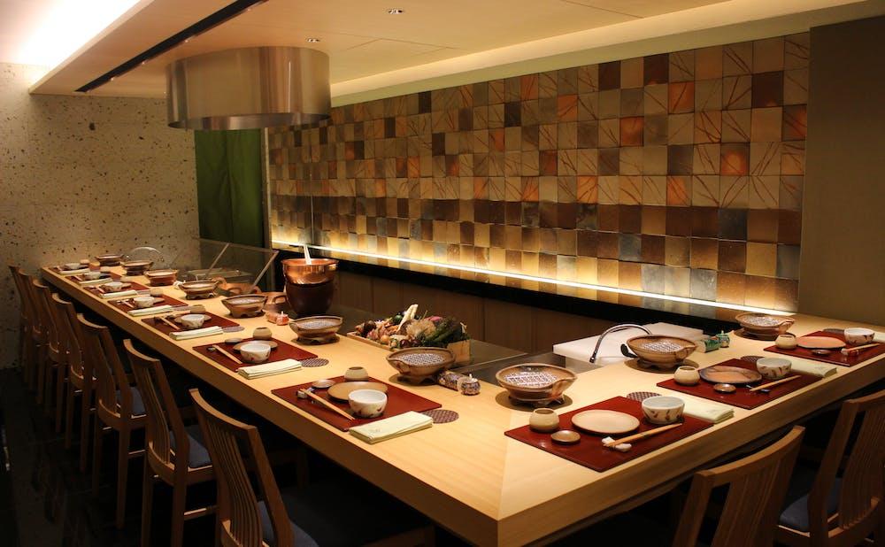 「天ぷら 銀座おのでら 並木通り店」のカウンター