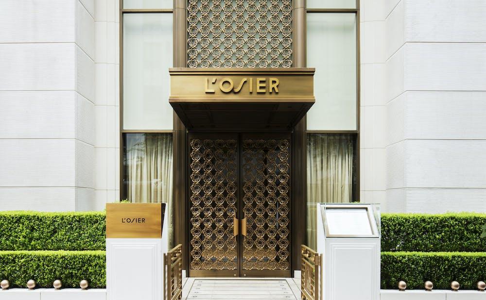 「ロオジエ」の玄関