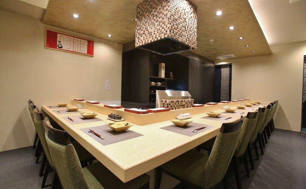 「天ぷら初穂」のカウンター