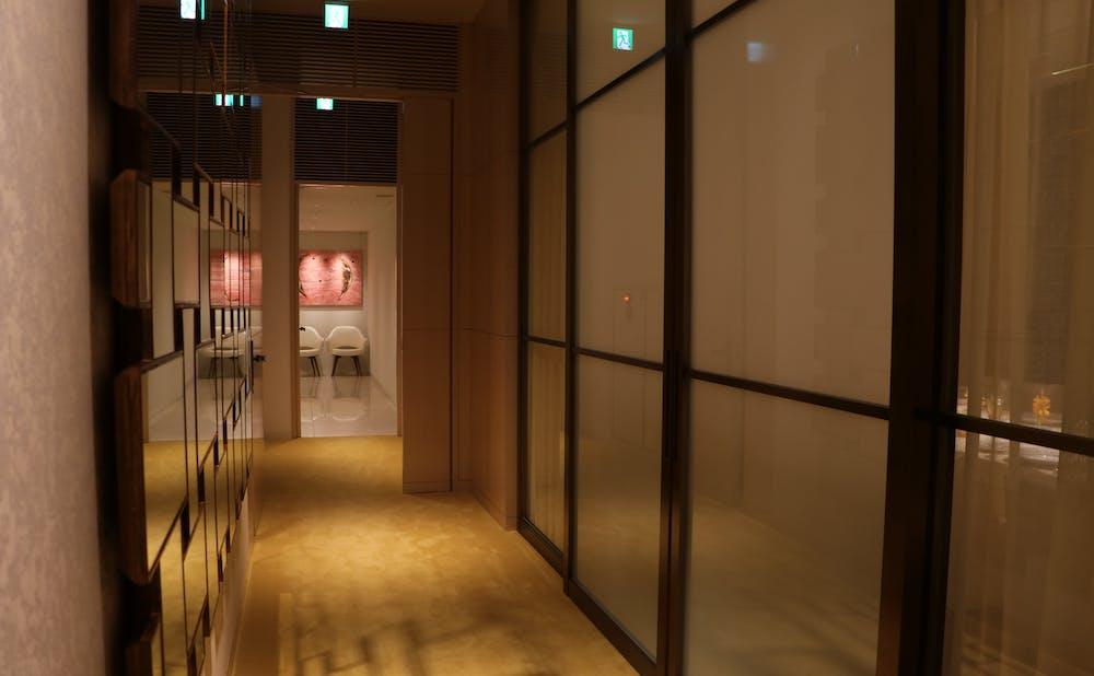 「ロオジエ」の廊下