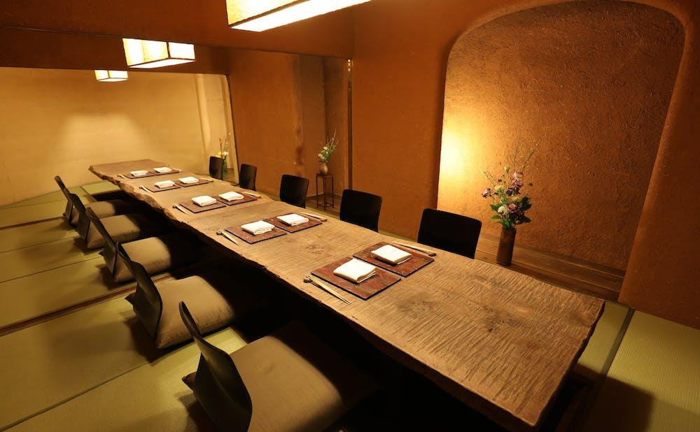 日本料理 赤坂 紙音の個室