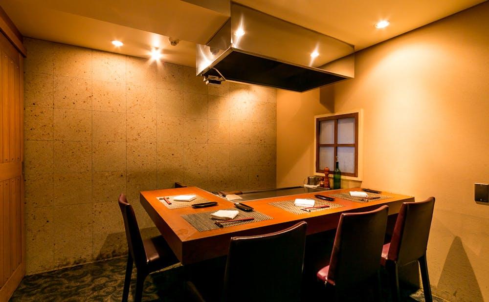 「鉄板焼 宮地」のカウンター個室