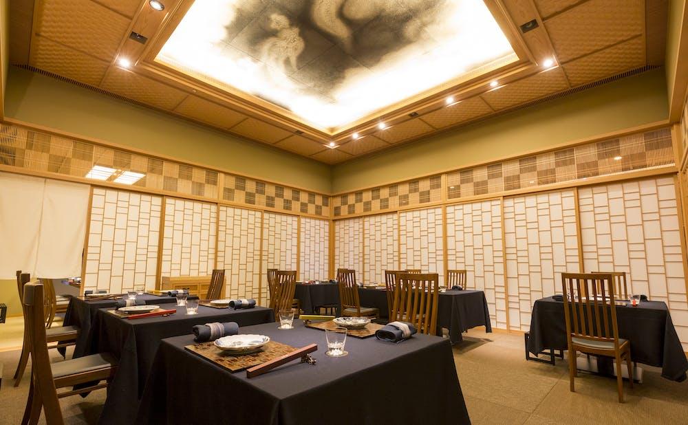 「日本料理 龍吟」のメインダイニング
