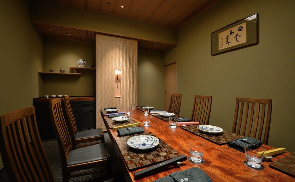 「日本料理 龍吟」の個室