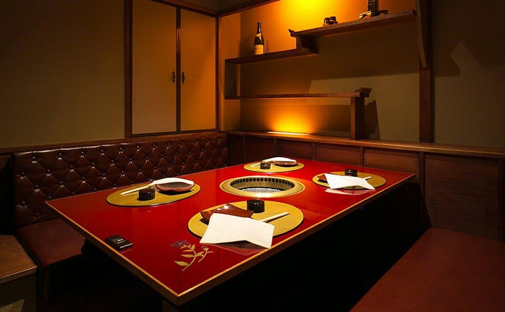 「肉 綾小路」の個室