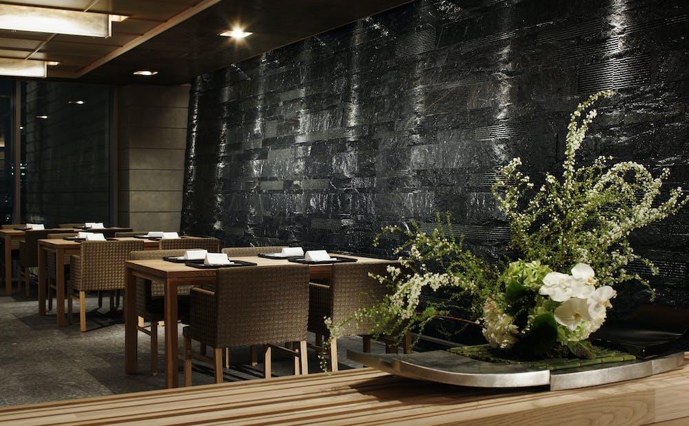 日本料理「和田倉」のテーブル席