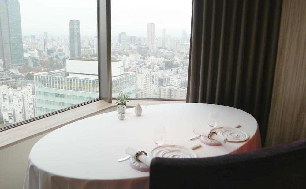 「ピエール・ガニェール」のテーブル席