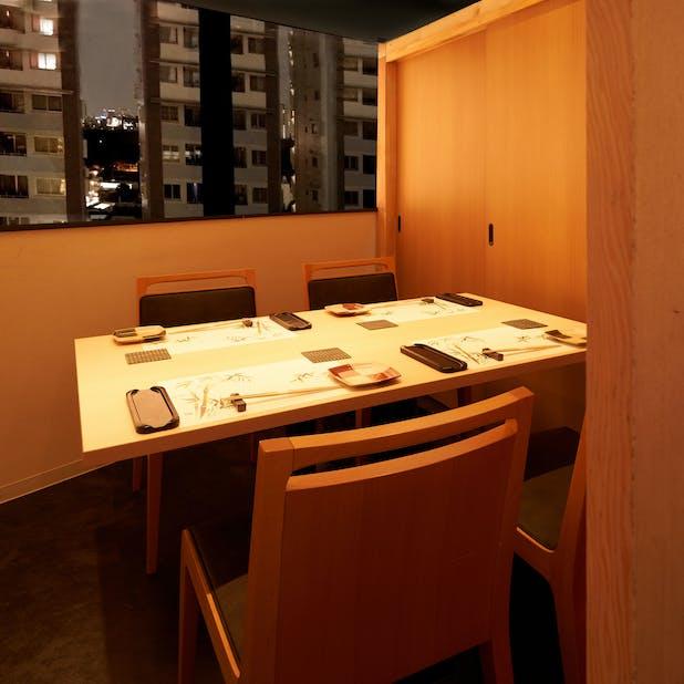 鮨 水月の個室