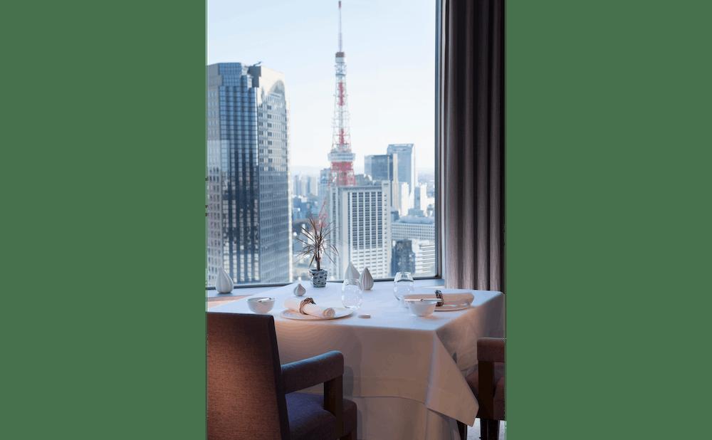 ピエール・ガニェールのメインダイニングから見た東京タワー