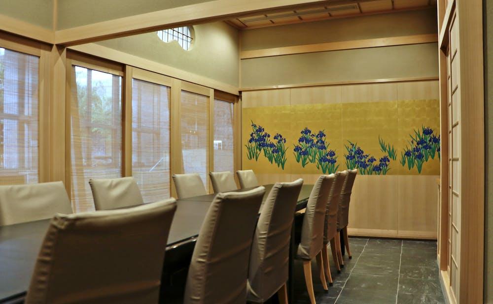 よし澤の個室と「燕子花図」