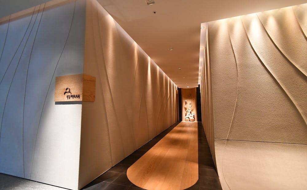 「エステール/パレスホテル東京」のエントランス
