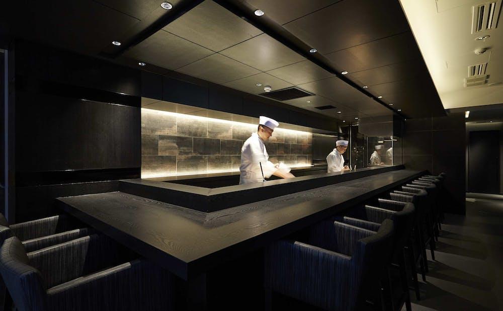 麻布十番松栄寿司のカウンター