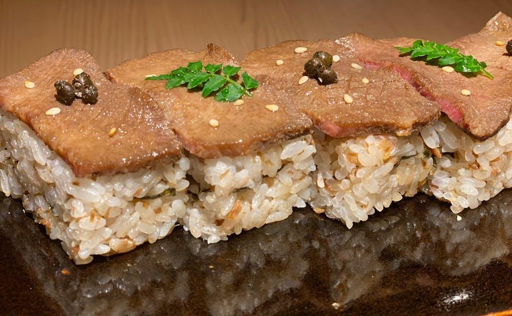 日本焼肉 はせ川 銀座店のテイクアウトメニュー 和牛黒タン箱飯。