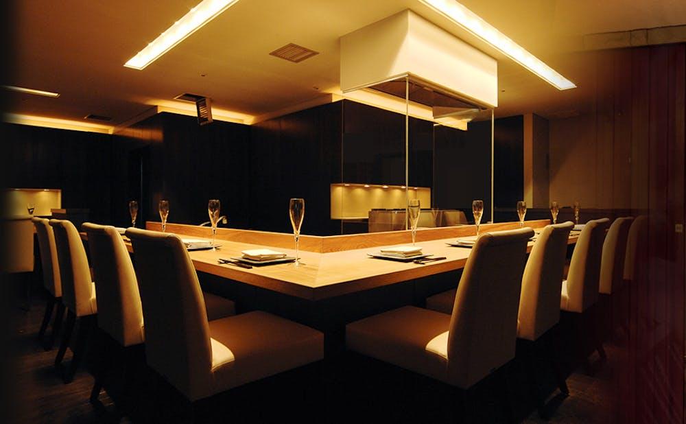 銀座 Toriya Premiumのカウンターテーブル